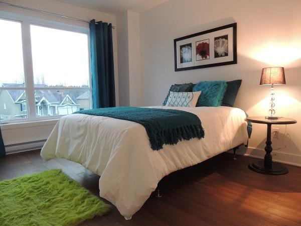 Chambre à coucher bien éclairé construction neuve Lachute